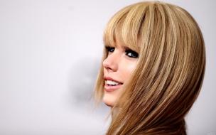 Taylor Swift con el pelo lacio