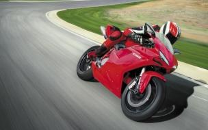 Moto Ducati color rojo