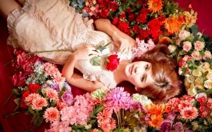 Chica asiática y flores