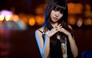 Linda joven asiática