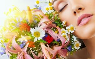 Una chica y flores