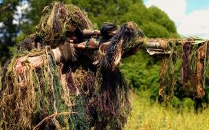 Un francotirador camuflado