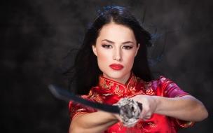 Chica Samurai con Katana