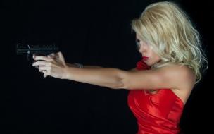 Una rubia y pistola