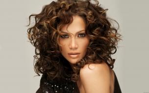 Jennifer Lopez con rulos