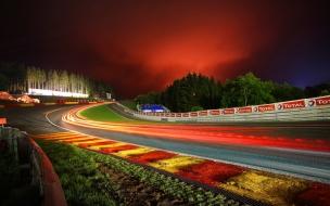 Pista de carreras de noche