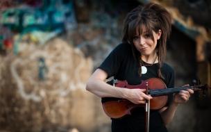 Lindsey Stirling con violín