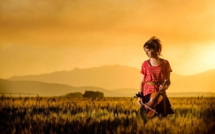 Una mujer violinista