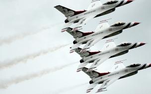 Aviones  F-16 volando