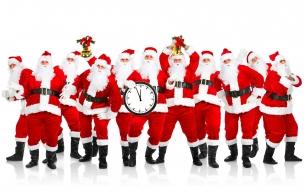 Muchos Santas Claus