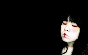 Una chica emo fondo negro