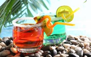 Bebidas y cocteles de colores