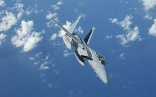 El F 15 volando