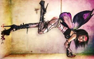 Chica disfrazada de mariposa