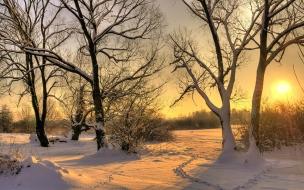 Puesta de sol en California con nieve