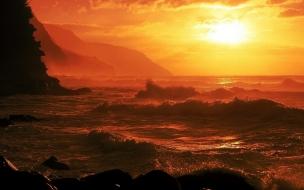 Puesta de sol en playas rocosas