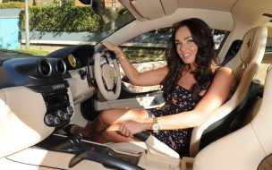 Tamara Ecclestone en lujoso auto