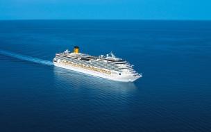 Crucero en medio del mar