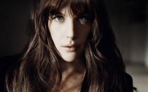 Chica de ojos azules bella