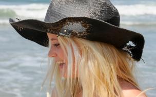 Chicas rubias con sombreros