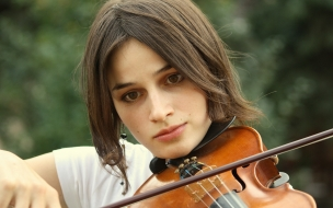 Chicas tocando violin