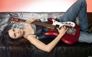 Mia Aegerter con guitarra