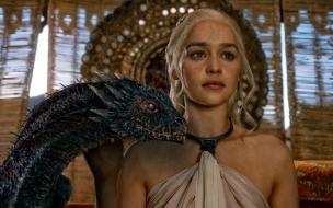 Daenerys Targaryan y su dragon