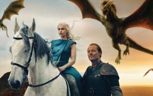 Daenerys Targaryan montando caballo