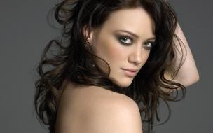 Hilary Duff de espaldas