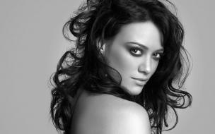 Hilary Duff en blanco y negro