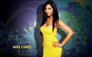 Misa Campo con vestido