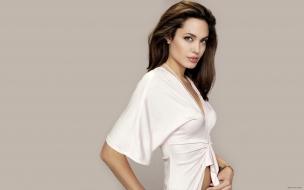 Angelina Jolie con vestido