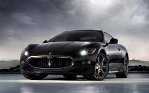 Maserati color negro