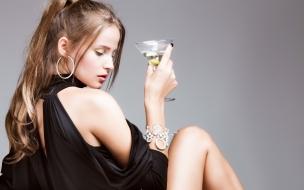 Con una copa de martini