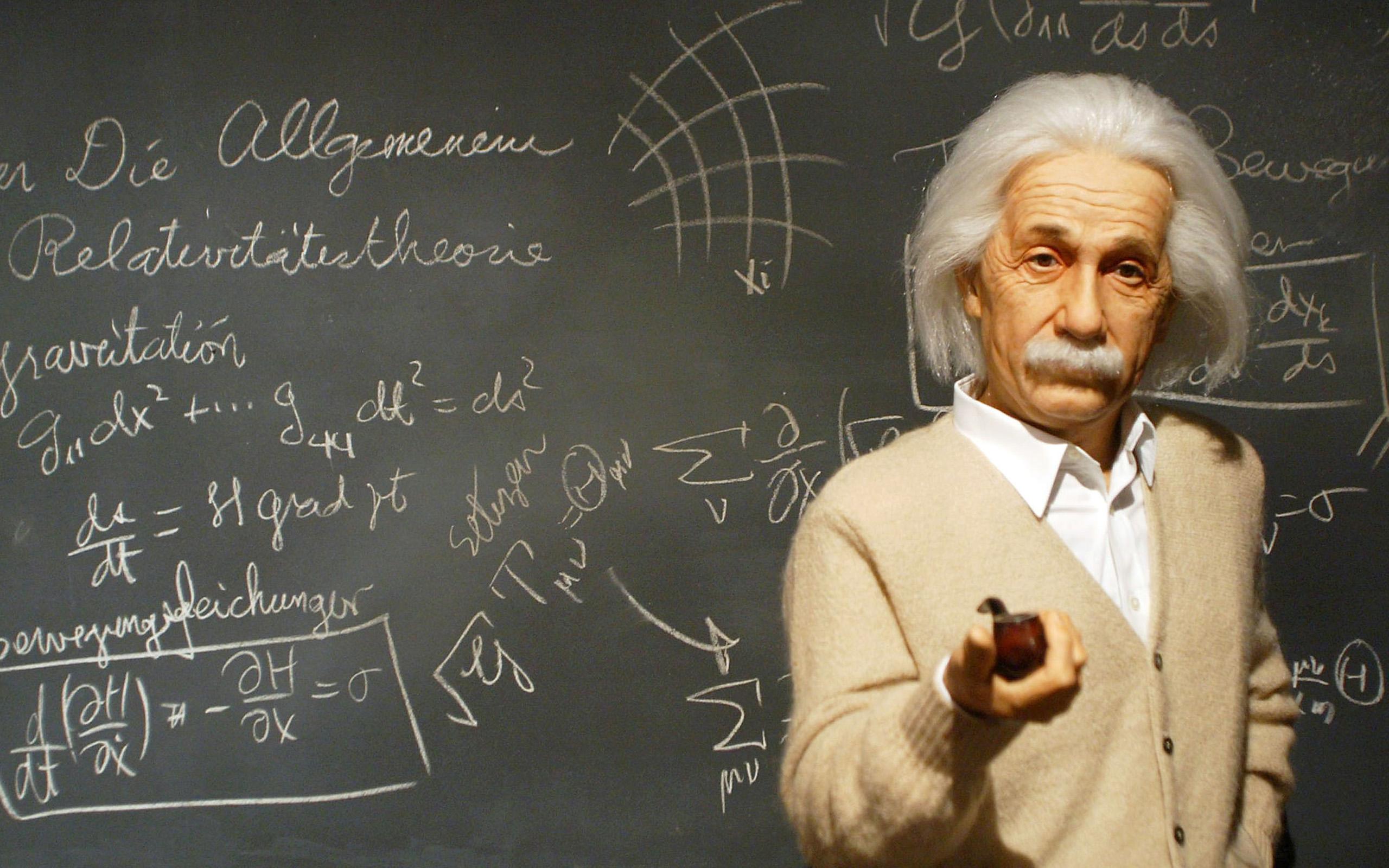Albert Einstein y las derivadas - 2560x1600