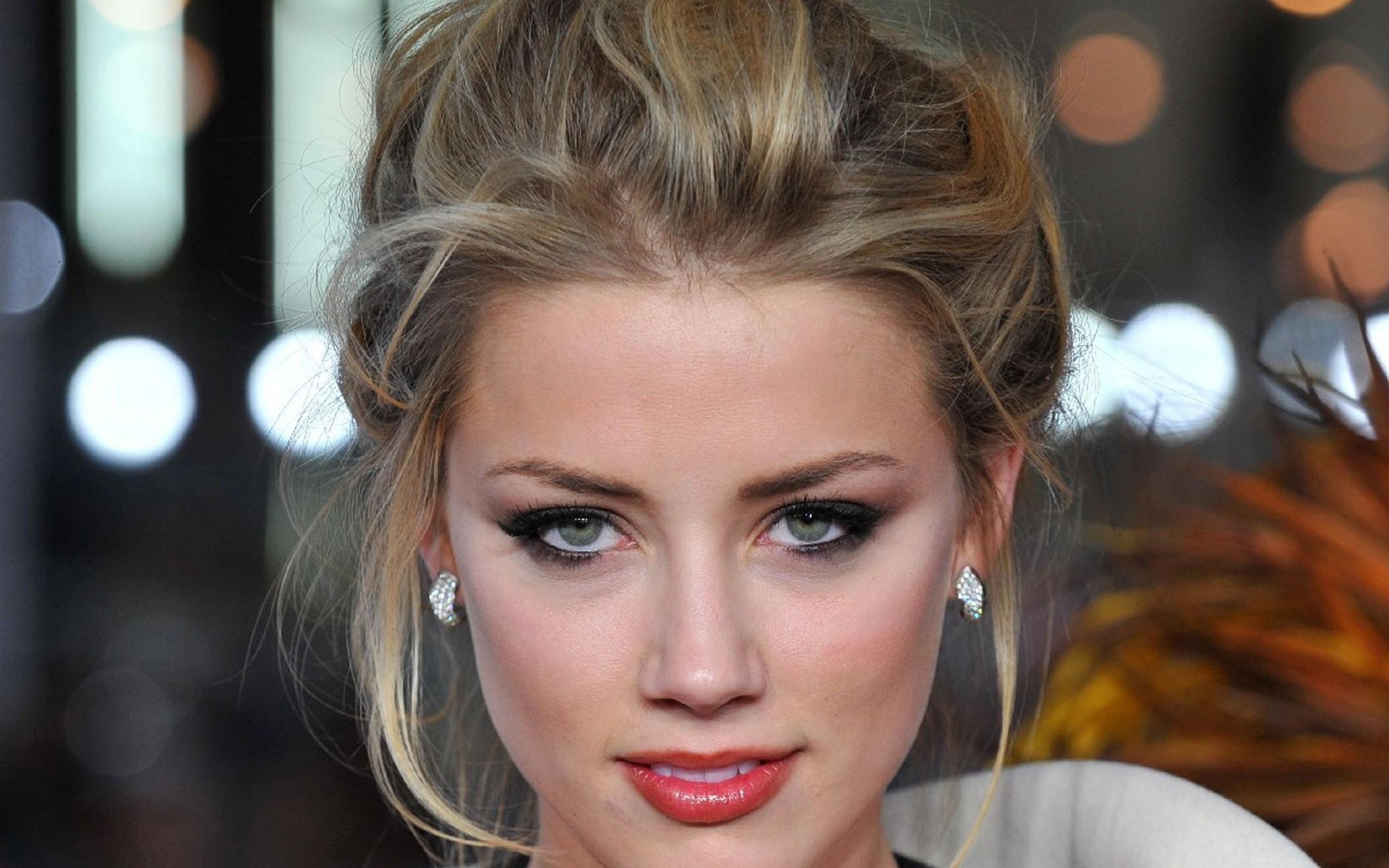 Amber Heard - 2560x1600