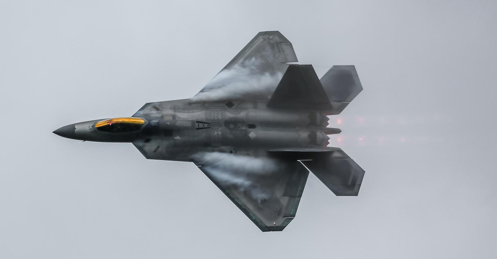 Aviones en 3D de guerra - 1600x835