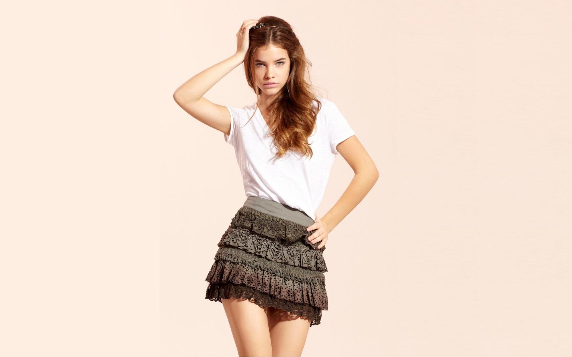 Barbara Palvin con falda - 1920x1200