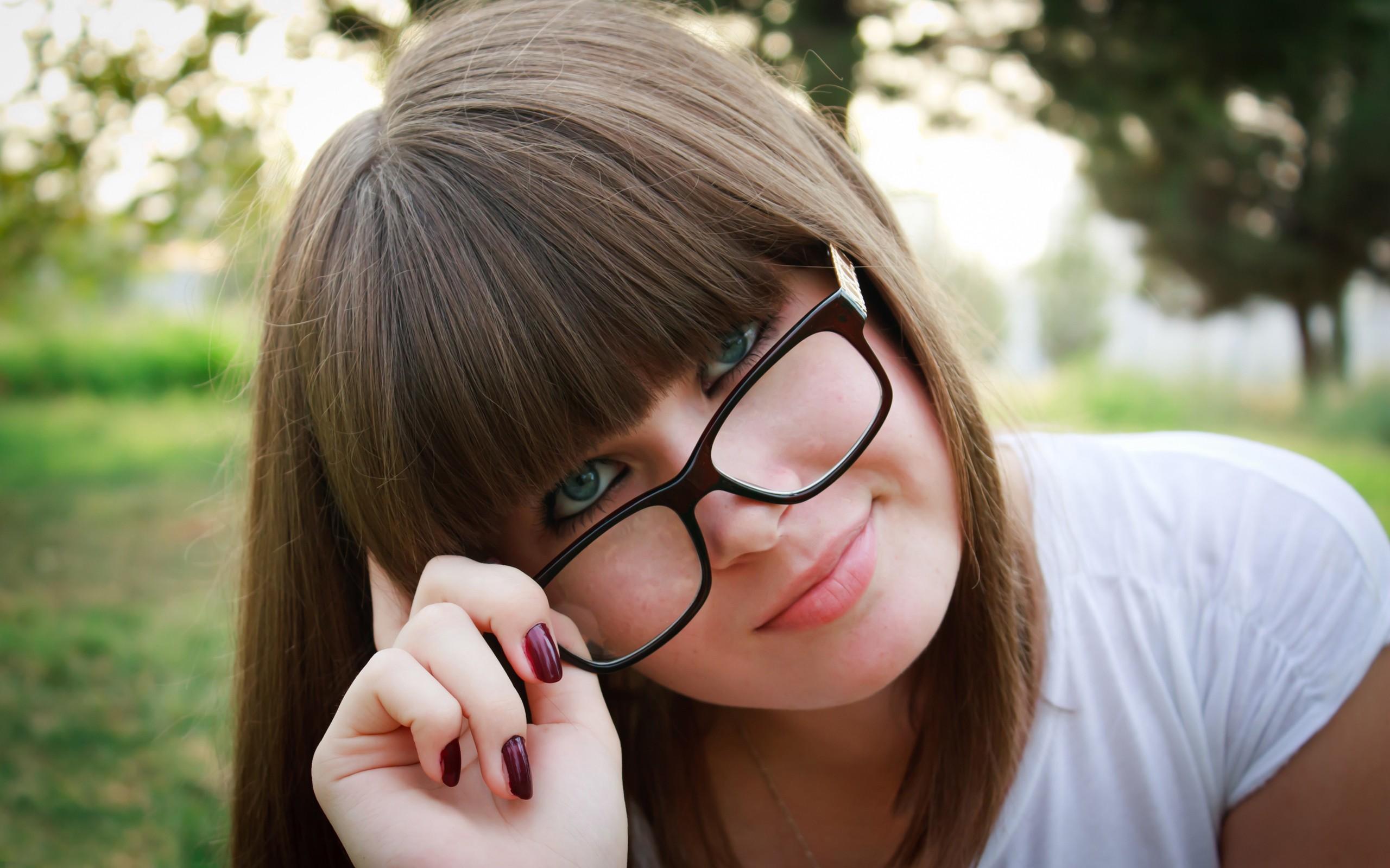 Bella chicas con lentes - 2560x1600