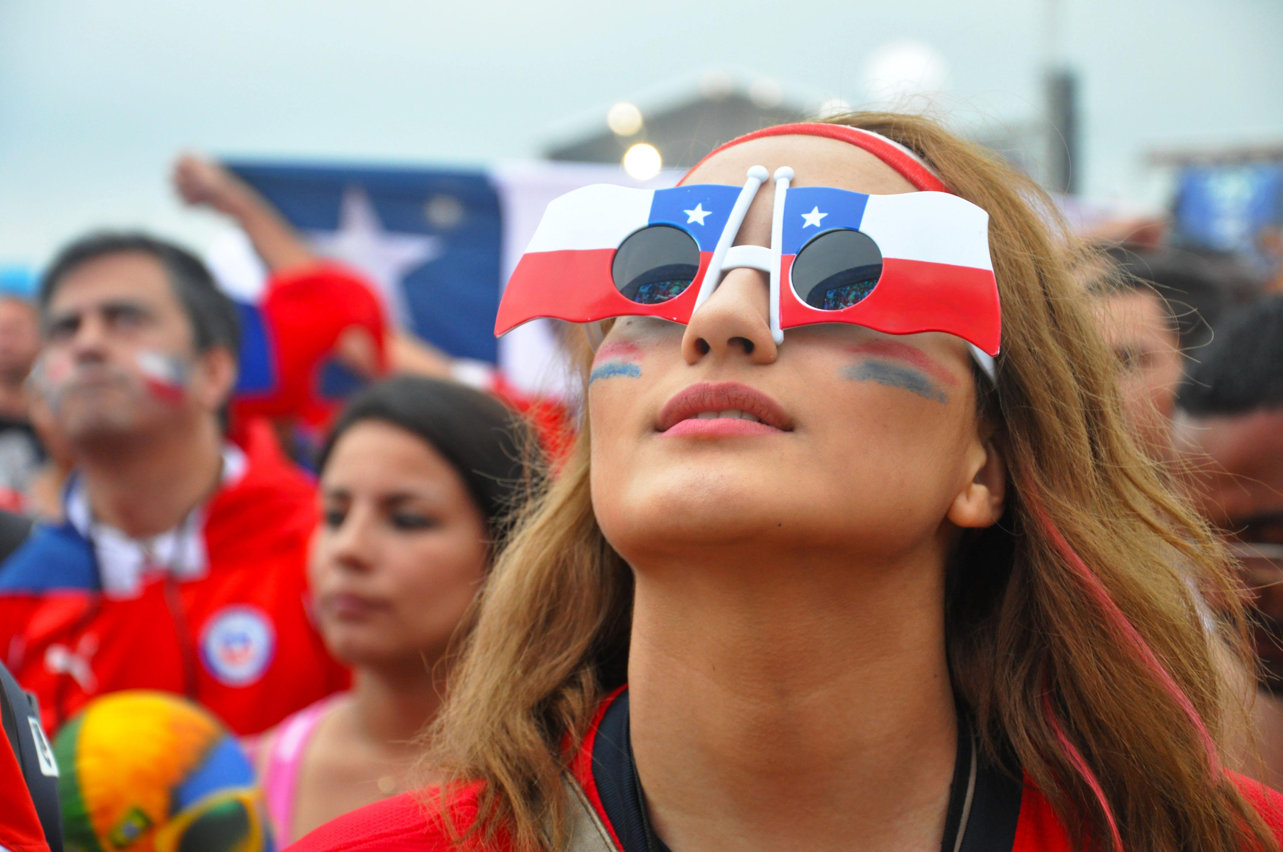 Bella chilena apoya a su selección - 4288x2848