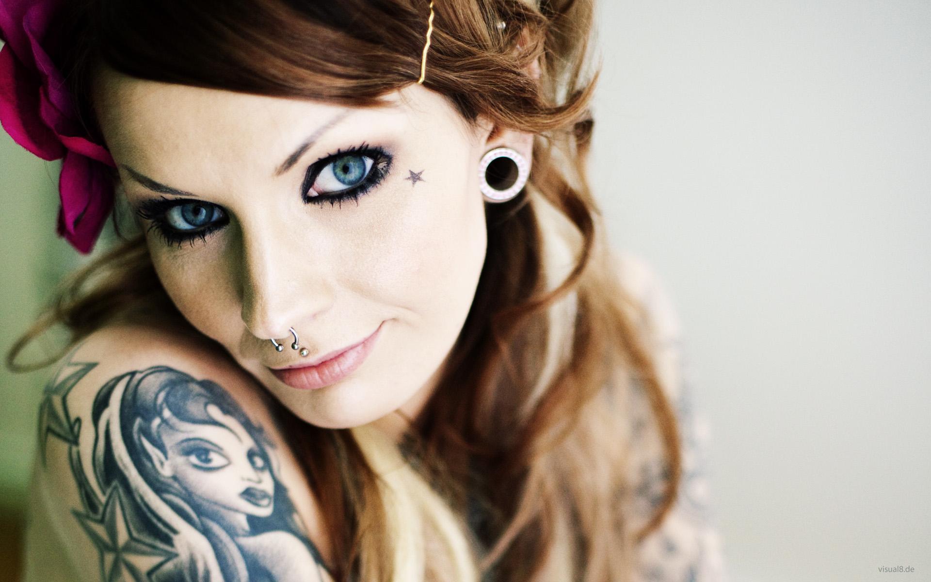Chica con tatuajes - 1920x1200