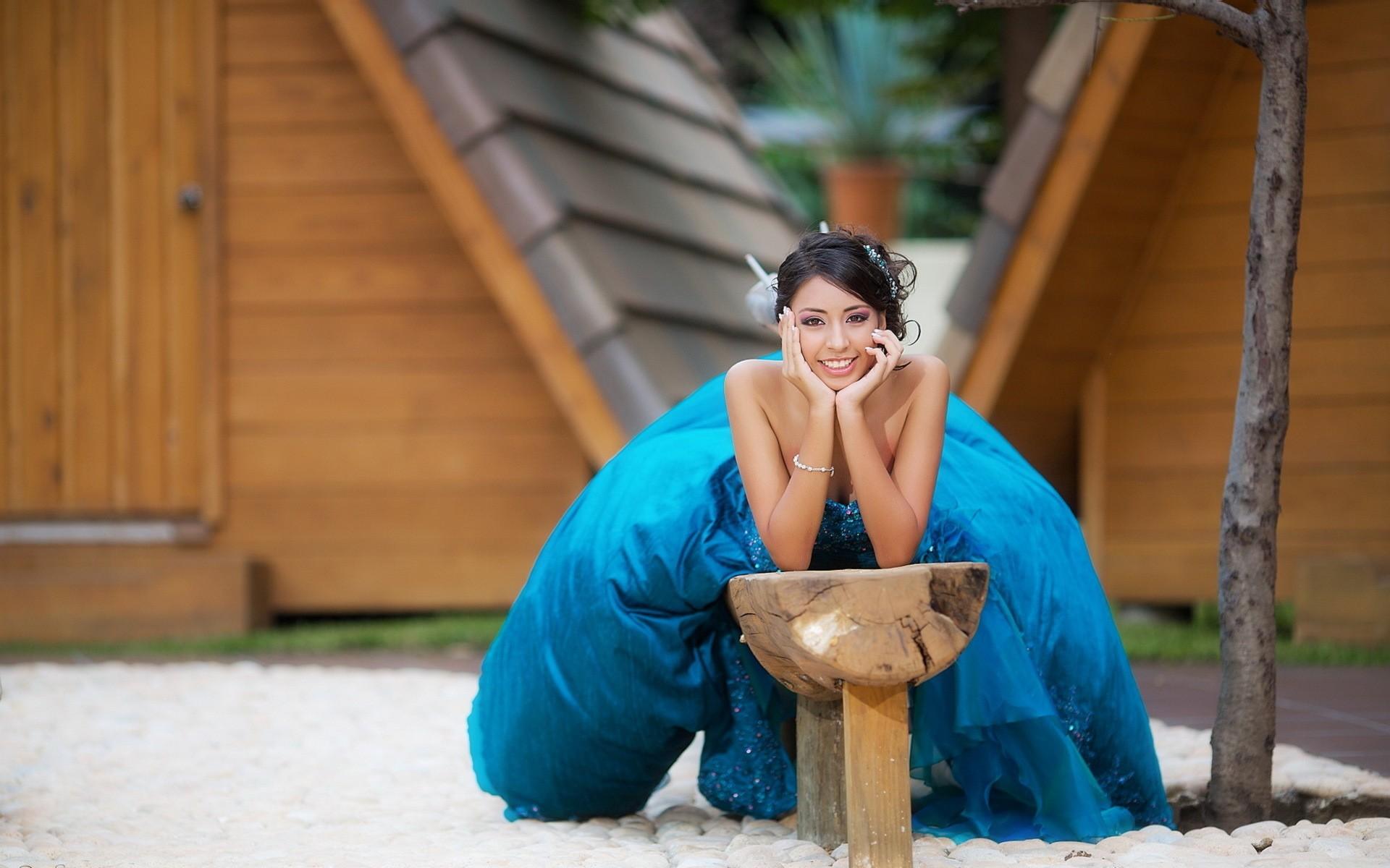 Chica con vestido azul - 1920x1200