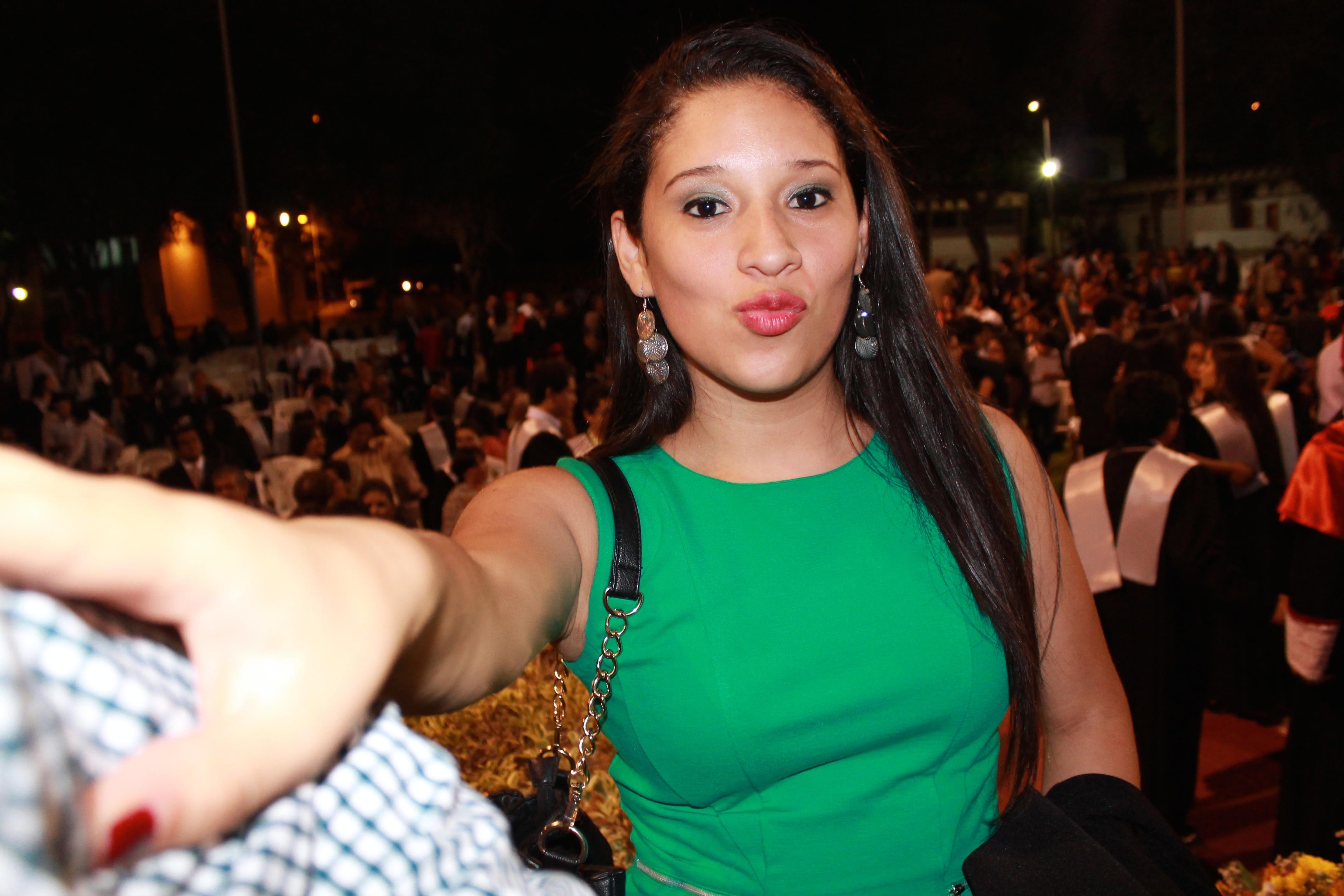 Chica con vestido verde - 4272x2848