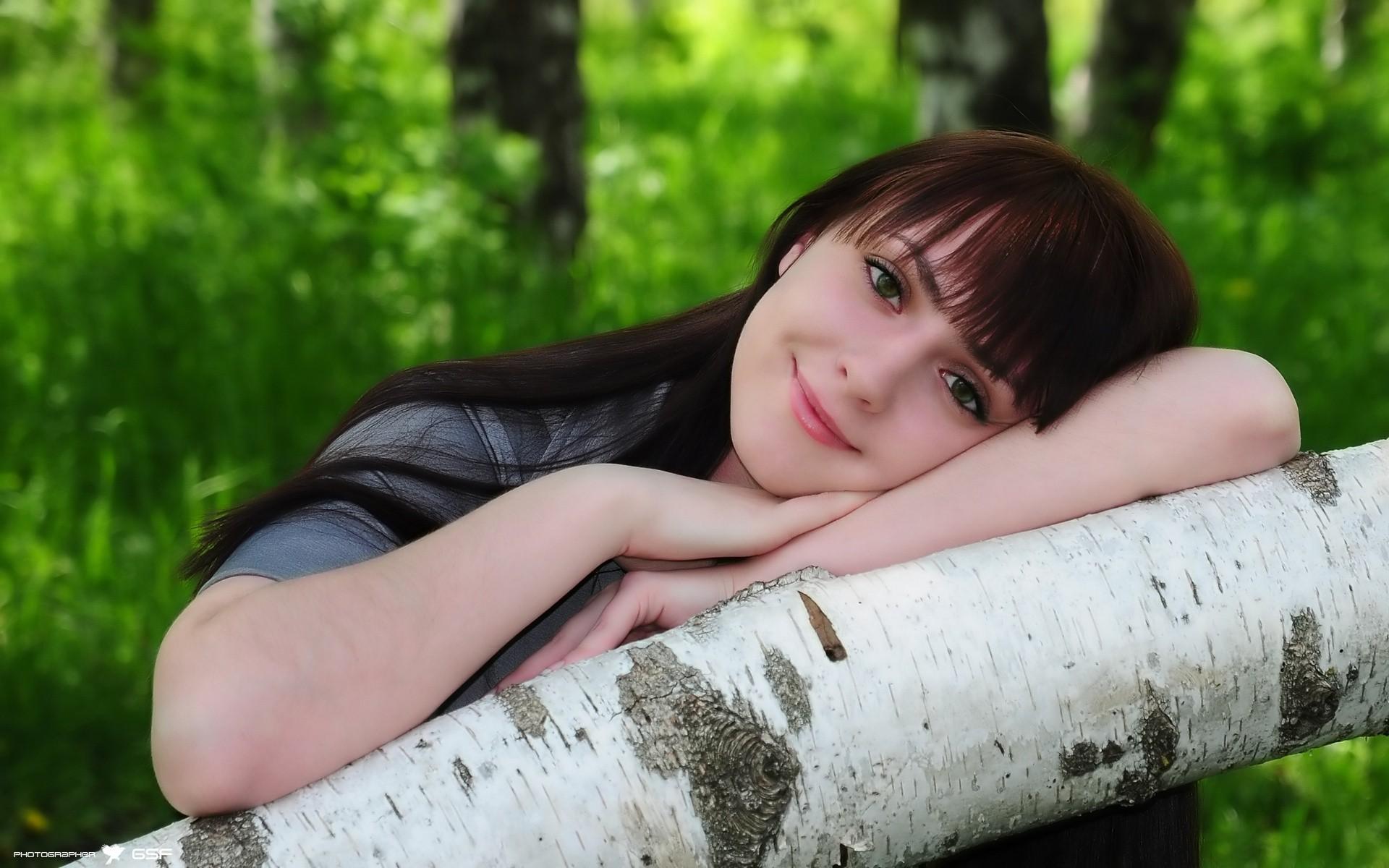 Chica japonesa sonriendo - 1920x1200