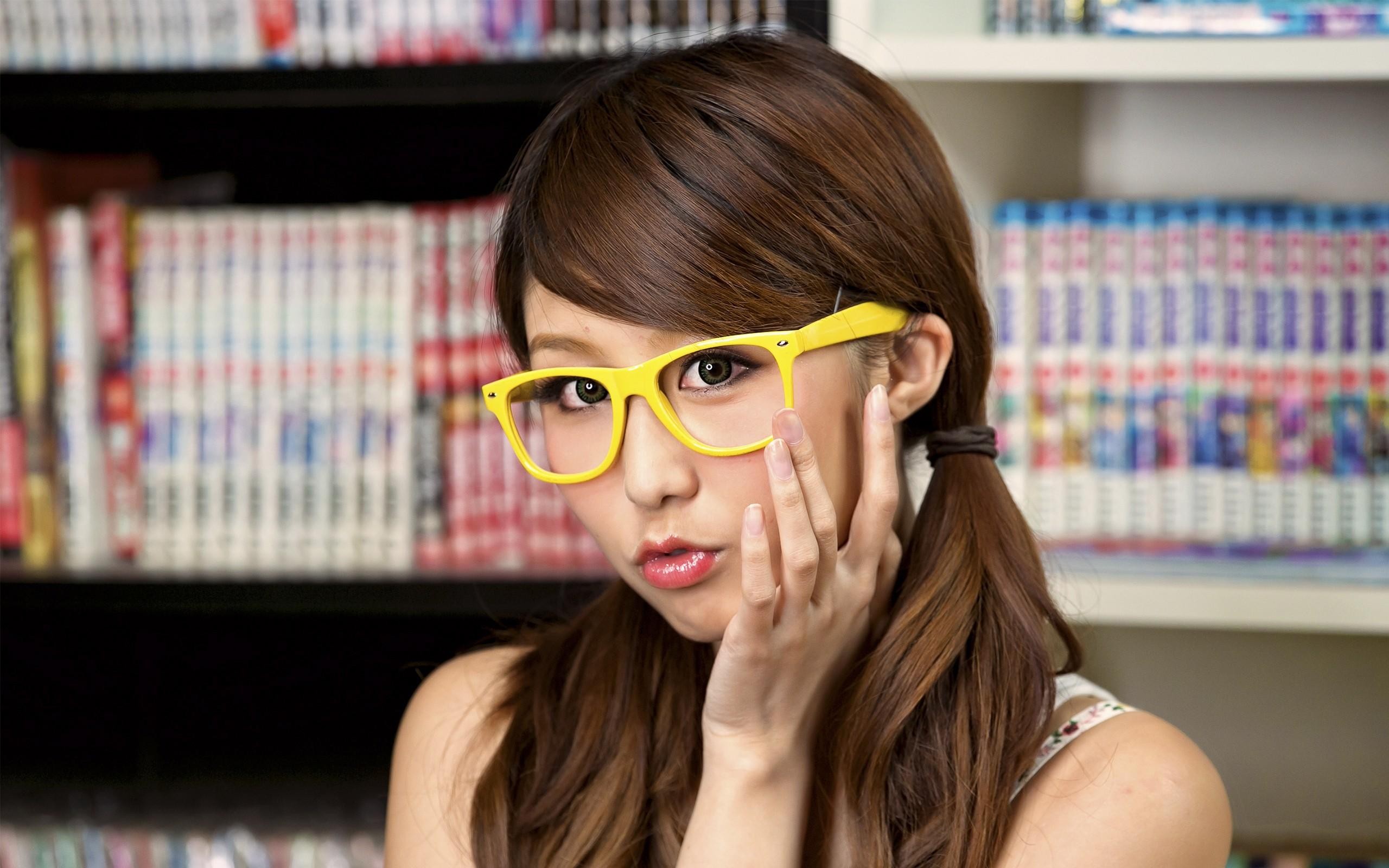 Chicas asiáticas con lentes - 2560x1600