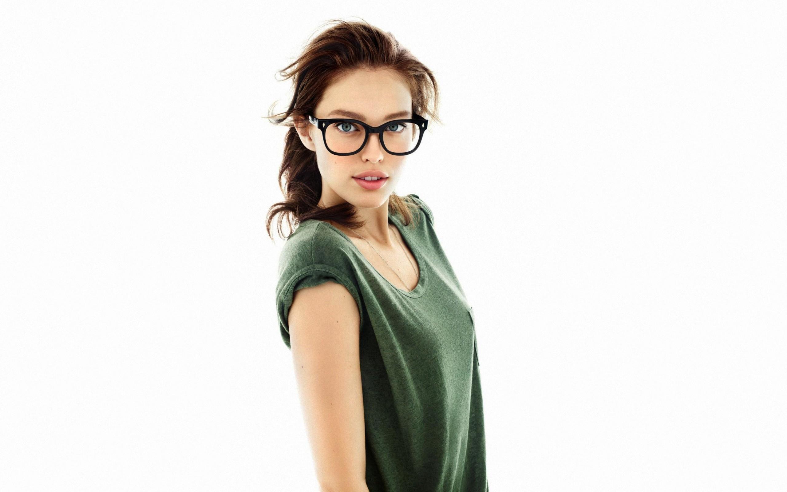 Chicas con lentes - 2560x1600