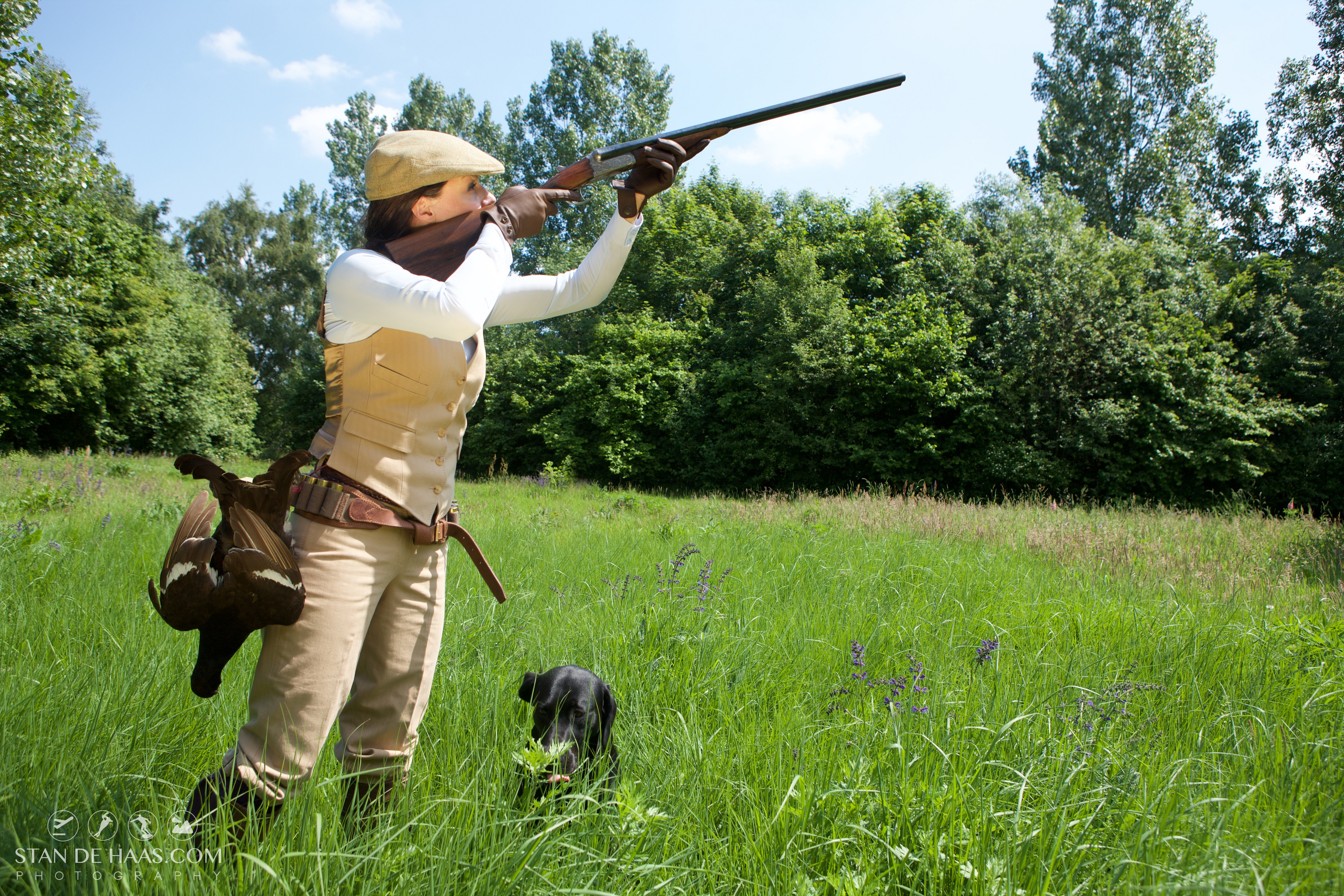 Chicas de cacería con escopeta - 3932x2621