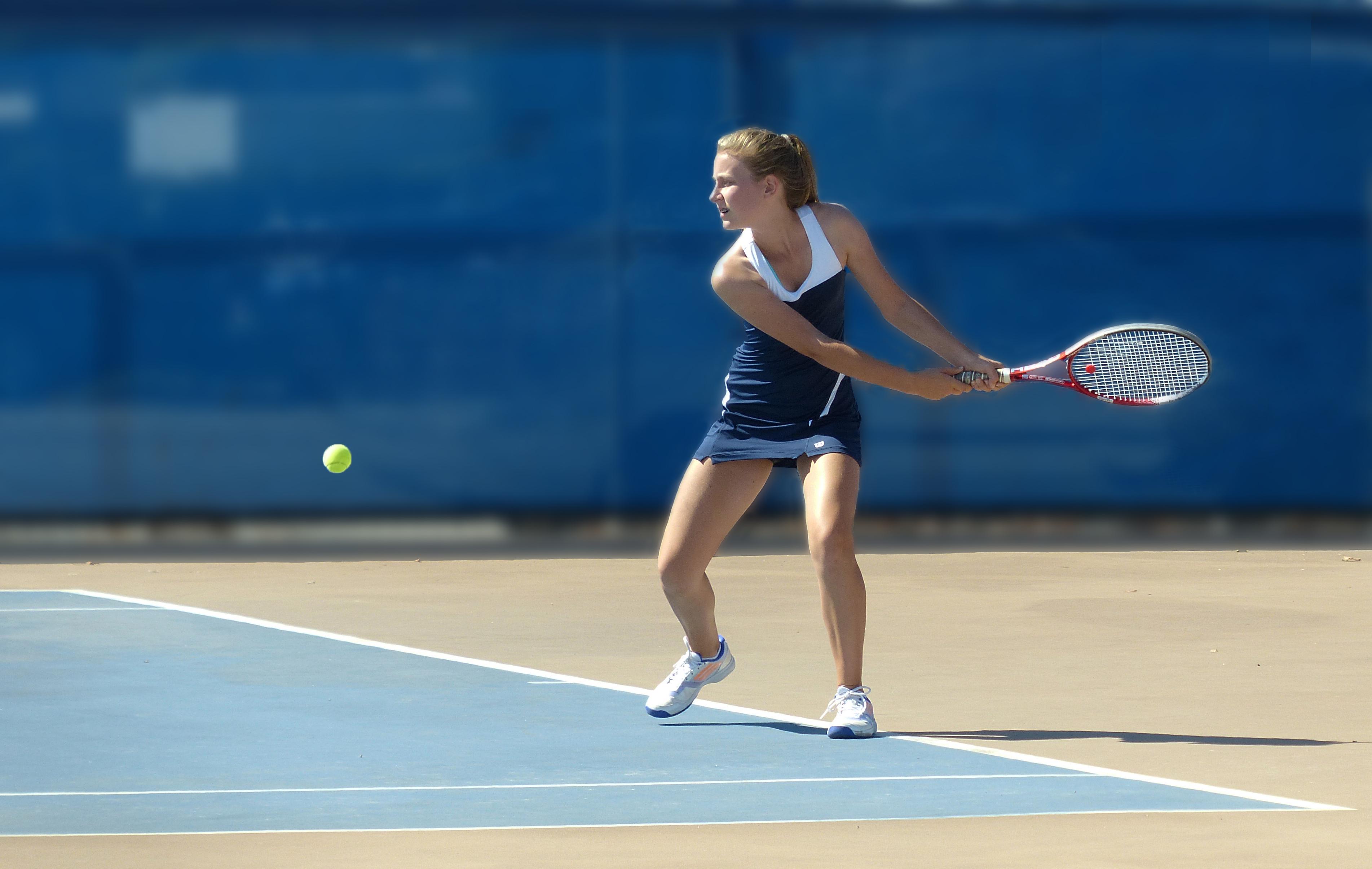 Chicas jugando tenis - 3805x2409