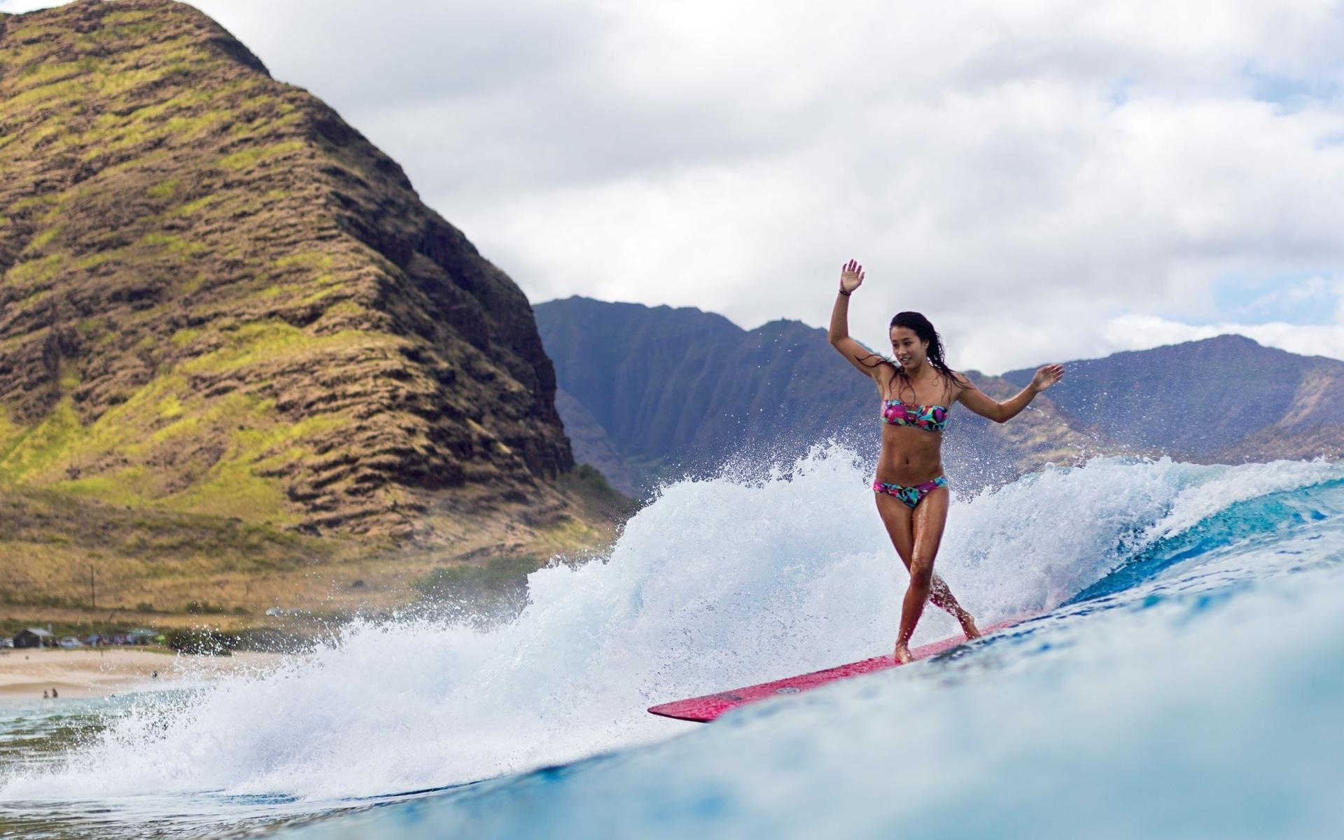Chicas practicando Surf - 1920x1200