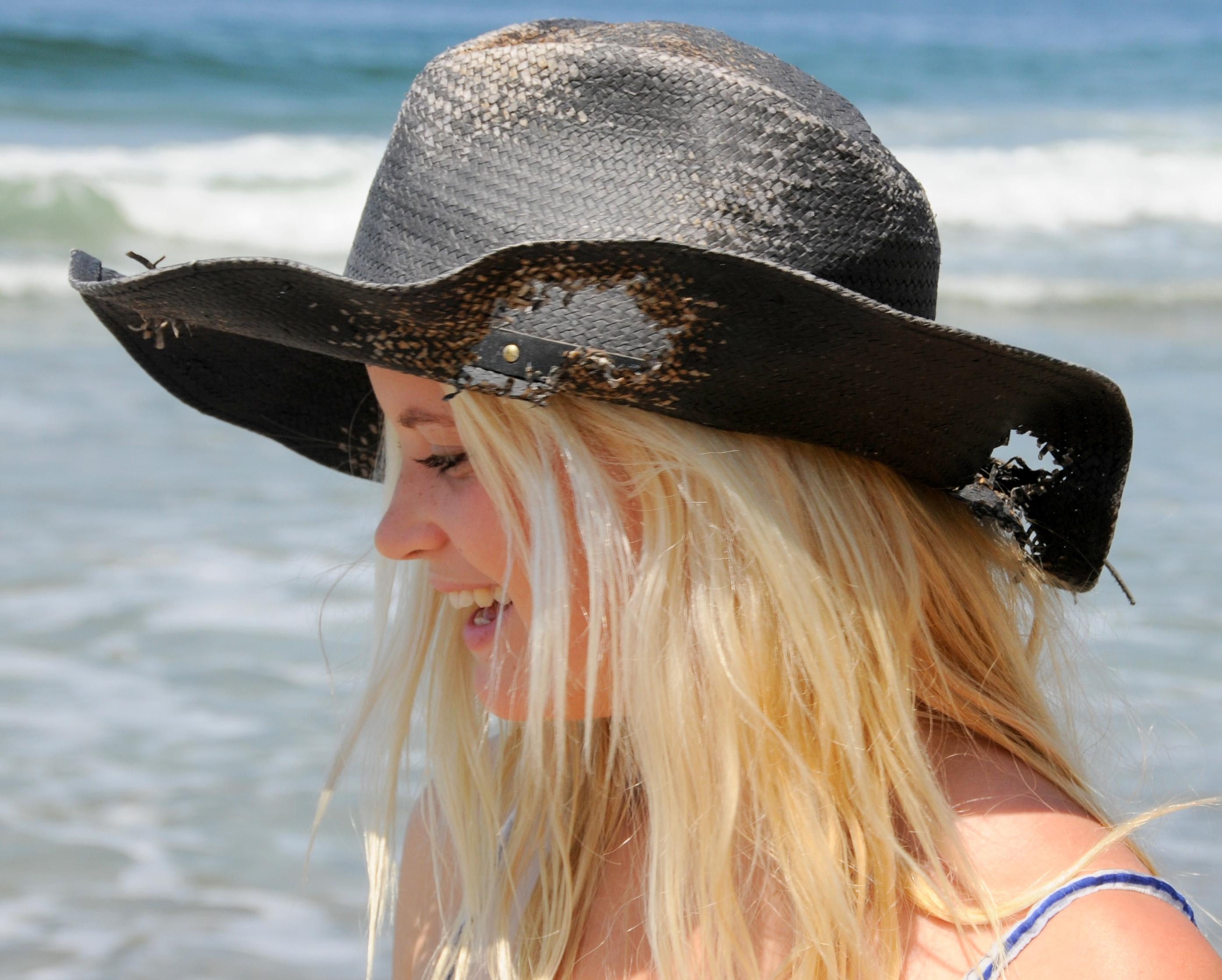 Chicas rubias con sombreros - 2787x2234
